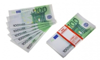 Пачка купюр 100 евро